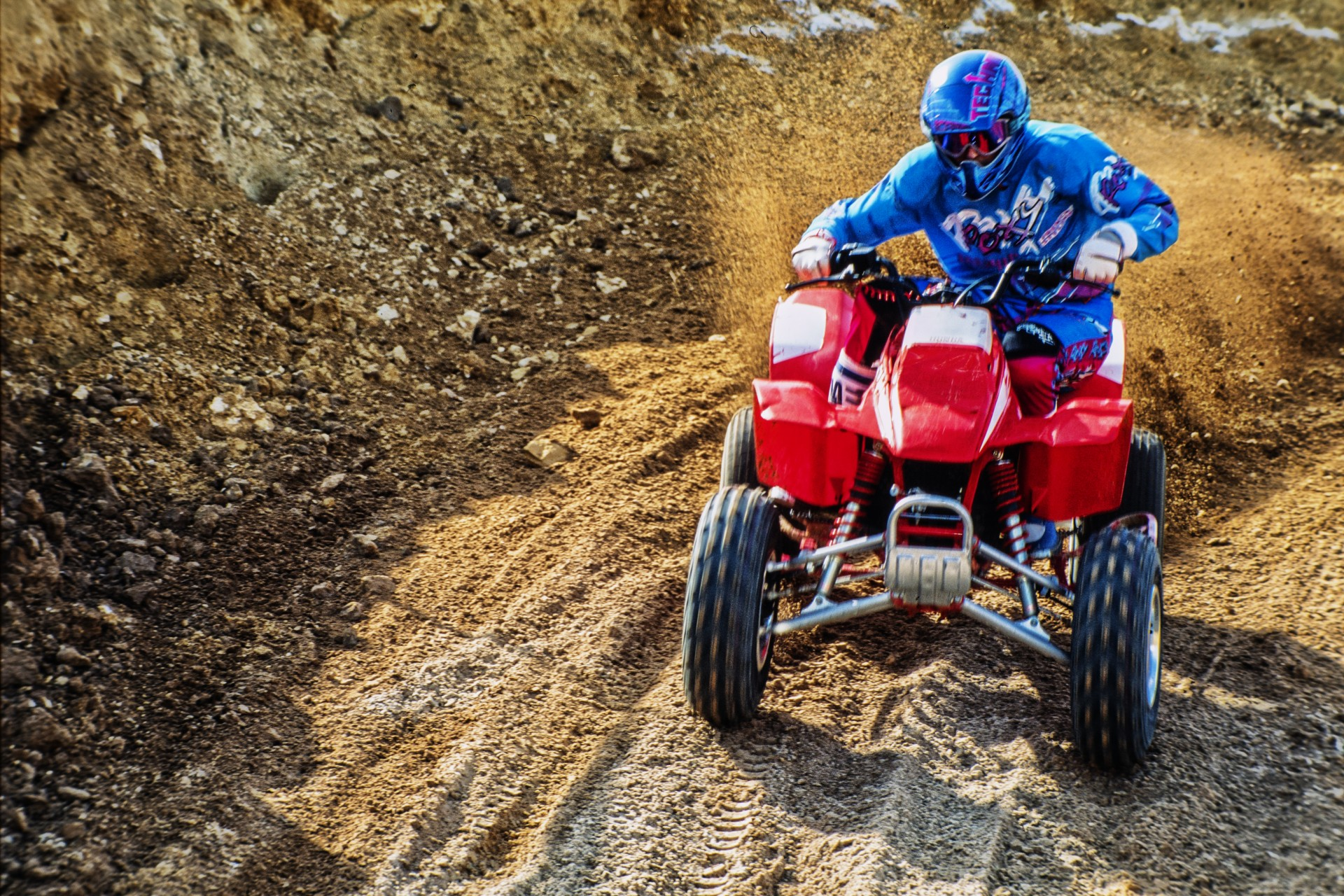 I also raced some years on a 2 wheels drive racing quad, one of the most exciting motorized engine I tried