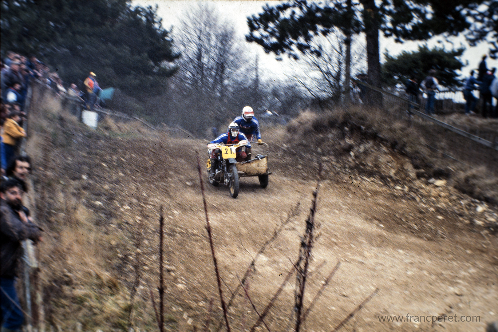 I am trying to fly over the bumps, full throttle, pushed by a Norton 930cc