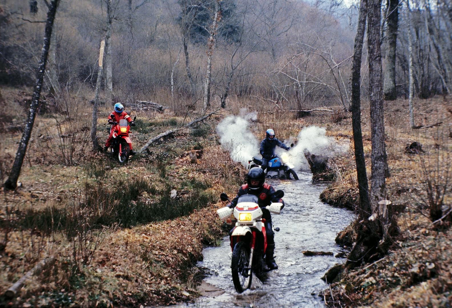 1987 Off-road test riding for Moto Magazine. I am riding the smoking blue bike, a BMW R80GS (800cc)