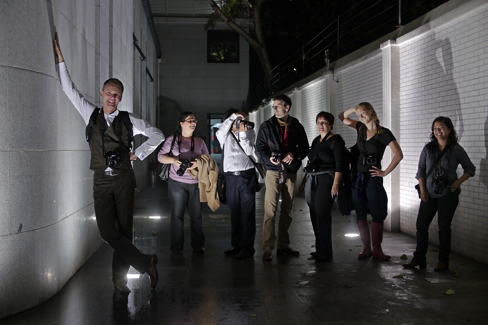 Franc can organize a photography class for any group of people with night shooting as a topic for example.