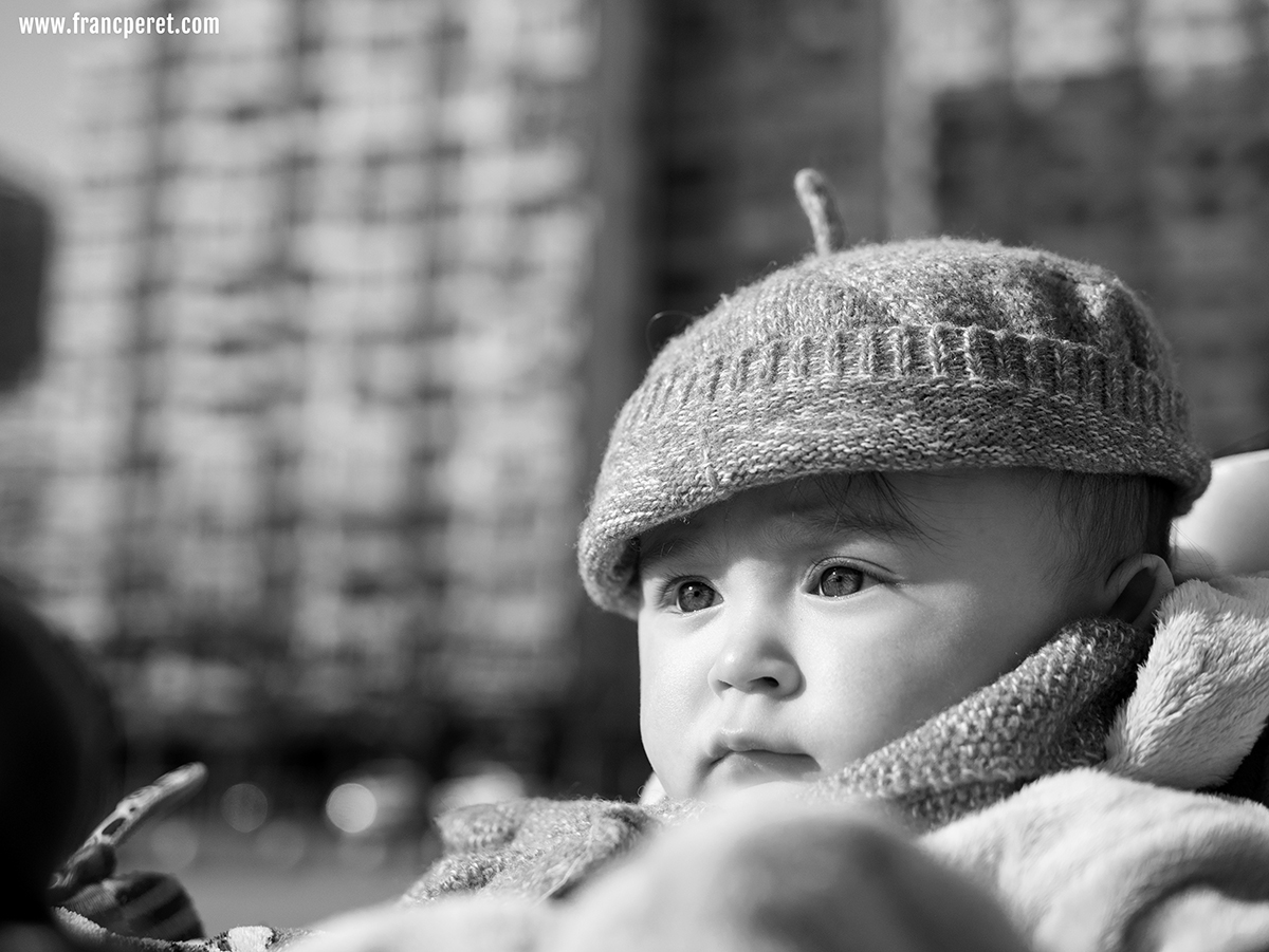 Facing a strong sun, the portrait  works well in B&W especially with a wool hat which offers lots of texture and details.