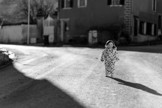 Apolline running after her shadow under the sun. Nikon D750 ISO100 1/3200s with 85 mm f/1.4 @ f/1.8